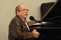 Jaroslav Uhlíř zpíval dospělým.