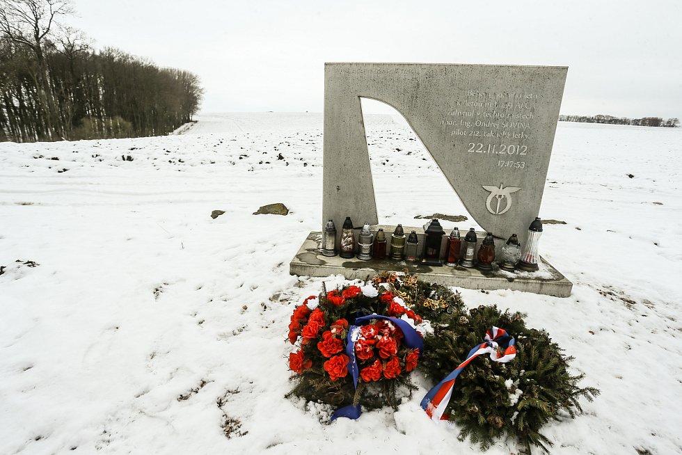 Pietní místo připomínající leteckou havárii v listopadu roku 2012 mezi Křečhoří a Radovesnicemi I..