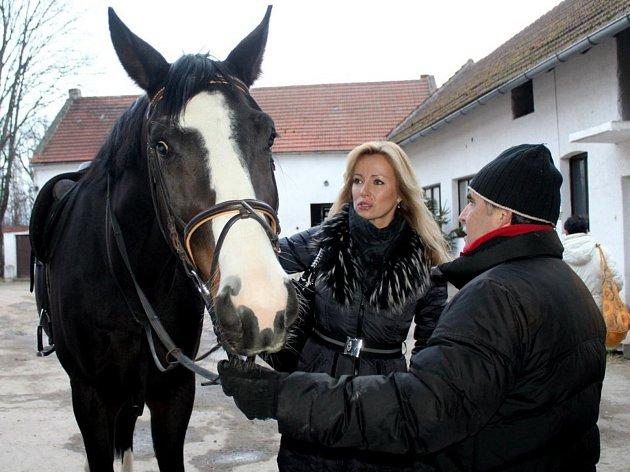 Herečka, zpěvačka a moderátorka Kateřina Brožová.