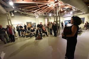 Ze zahájení čtyř výstav najednou pod souhrnným názvem Poutníci, běženci, poustevníci ve výstavních síních v Kolíně.