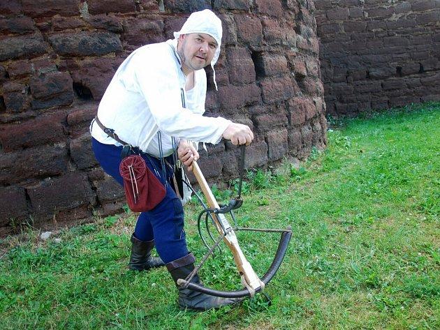 Zajímavostí českobrodského Sokolnického dne byla například ukázka kuší pro válku i lov