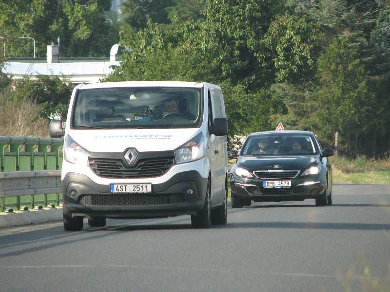 Silnice z Kolína na Hluboký Důl.