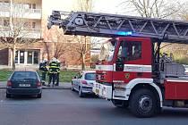 Požár elektroinstalace ve strojovně šestnáctipatrového panelového domu v Tyršově ulici v Kolíně.