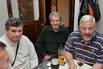 Petr Jungr (vlevo) s kolegy ze sametové revoluce v Kolíně Janem Peškem a Petrem Králem