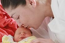 Klaudie Recsková se narodila 29. ledna 2911 s výškou 47 centimetrů a váhou 2210 gramů. Maminka Gabriela Holá a tatínek Patrik Rejska si ji odvezli do Chvaletic.