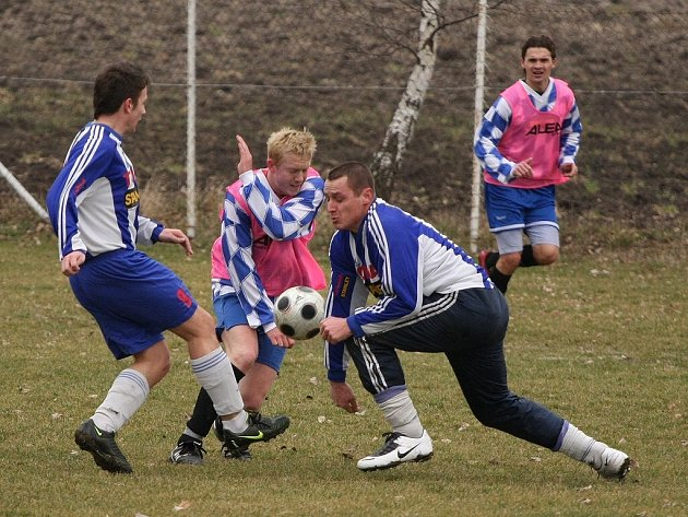 Z přípravného fotbalového utkání mezi okresními zástupci Polepy - AFK Pečky