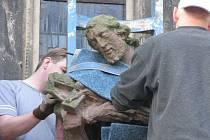 Převoz sochy od chrámu sv. Bartoloměje
