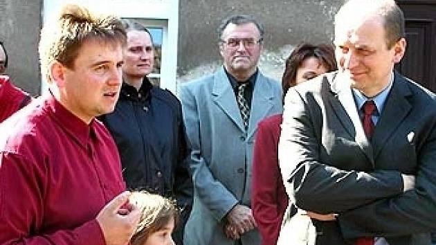 Soukromý zemědělec Miloslav Zapletal (vlevo) a ministr zemědělství Petr Gandalovič (vpravo).