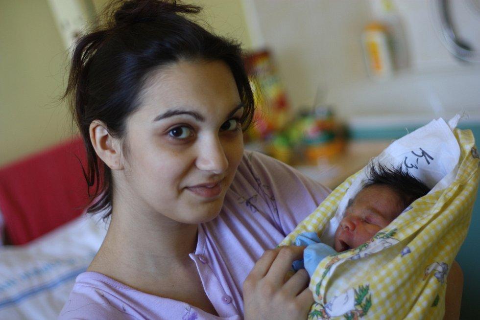 Michael Červeňák se narodil 8. dubna 2012, a to s výškou 49 centimetrů a váhou 3270 gramů. Maminka Tina si ho odvezla do sousední Kutné Hory.
