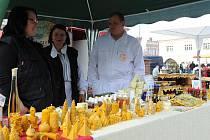 Podruhé se v sobotu dopoledne konal na kolínském Karlově náměstí Farmářský trh, který tentokrát navštívilo méně nakupujících, než při jeho premiéře.