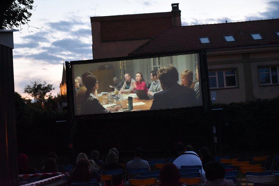 Z prvního promítání v kolínském letním kině v roce 2020 .