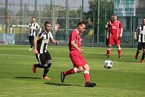 Z fotbalového utkání krajského přeboru Velim - Hřebeč (3:0)