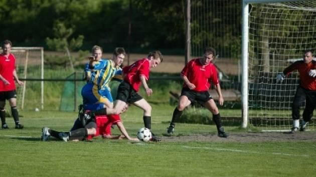 Duel mezi Libodřicemi a Kutnou Horou byl pěkně vyhecovaný. Hlavní rozhodčí nařídil proti hostům dva pokutové kopy, navíc jim vyloučil jednoho hráče. Po zápase se strhla pěkná mela. Naštěstí k žádnému zranění nedošlo.