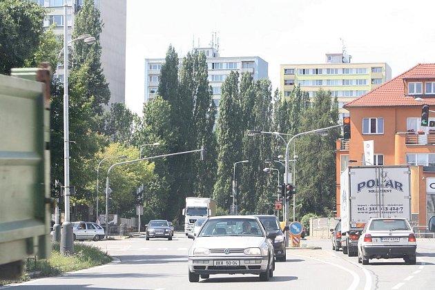 Křižovatka ulic Jaselská, Legerova a Žižkova.