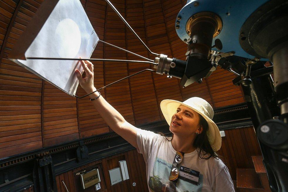 V ondřejovské hvězdárně ve čtvrtek pozorovali částečné zatmění Slunce.