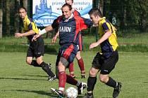 Z utkání fotbalové I.B třídy Pečky - Tuchoraz (2:1)