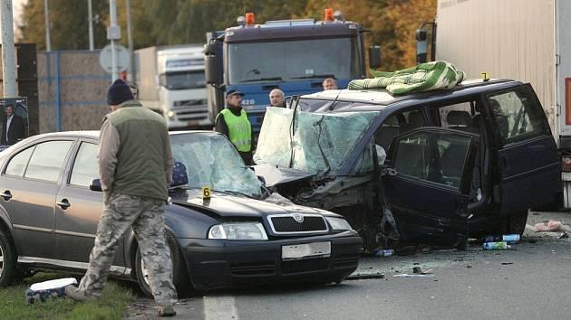 Nehoda peugeotu v Havlíčkově ulici v Kolíně