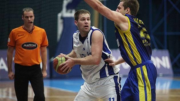 Z utkání 23. kola Mattoni NBL Kolín - Opava (79:65)