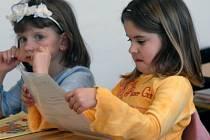 Rodiče nesmí podcenit komunikaci se svým potomkem a školní prospěch by tedy neměli řešit až s vysvědčením.