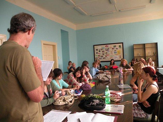 Radost ze svého vysvědčení měli i studenti v Českém Brodě.