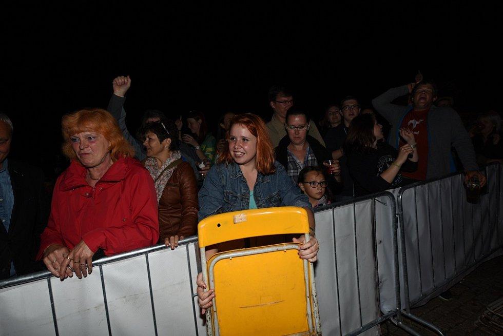 Marie Rottrová podtrhla noční atmosféru Karlova náměstí