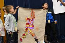 Jubilejní výstavu Radost otevřely děti nejen zKolína radostným hraním.