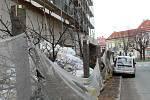 Stromy uřezané pod korunou ve Václavské ulici v Kolíně