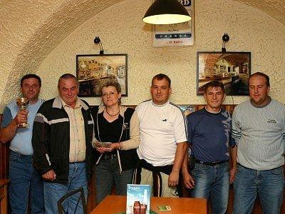 Všichni, co do Stoleté dorazili. Lubomír Šmejkal (zleva), Karel Kučera, Alena Šmejkalová, Josef Lomič, Zdeněk Miler a Martin Rejhon.