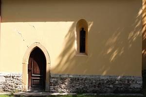 Kostel sv. Vavřince ve Velimi.