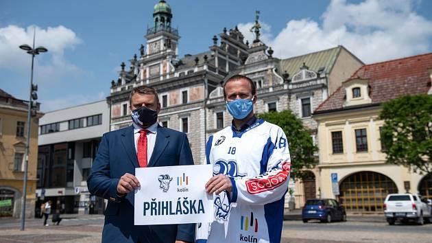 Prezident SC Kolín Luboš From (vlevo) a starosta Kolína Michael Kašpar.