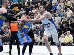 Z utkání nadstavby BC Geosan Kolín - Jindřichův Hradec (94:77).