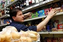 Obchodní řetězce i menší kamenné obchody čelí každý den nájezdům zlodějů. V pohotovosti jsou tak prodavači i příslušníci bezpečnostních a detektivních agentur.
