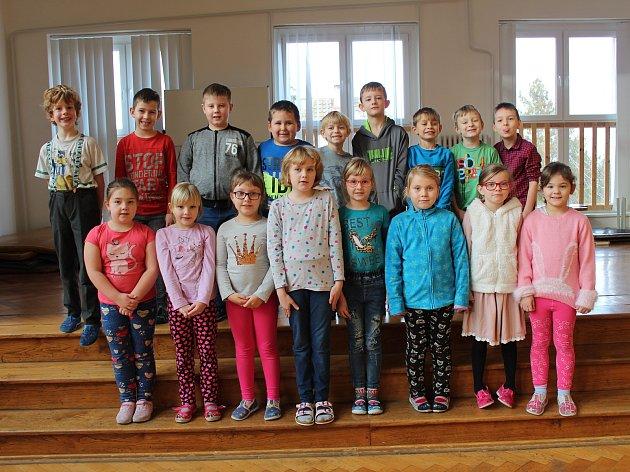 Základní škola ve Velimi: třída 1.B ve školním roce 2019/2020.