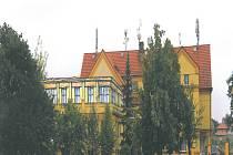 Takto by měla budova školy vypadat, až bude místo současné terasy školní družina. Pozná někdo, že to bylo někdy jinak?