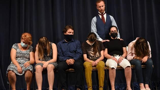 Z odborné interaktivní přednášky hypnotizéra a mentalisty Jakuba Kroulíka v Městském společenském domě v Kolíně.