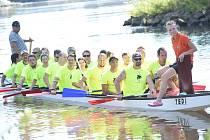 Na Labi u Kmochova ostrova se uskutečnil již 14. ročník závodů dračích lodí nazvaný Kolínský drak o pohár starosty města.