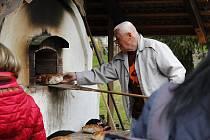 Ve Štolmíři pekli chléb.