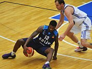 Basketbalisté Kolína (v tmavém) vyhráli v Brně.
