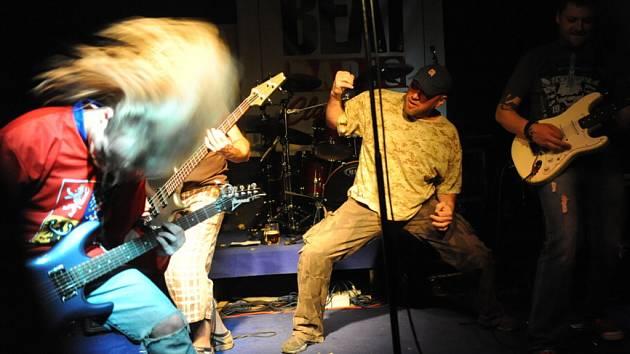Tři regionální kapely se tentokrát představily v sobotu večer v sále kolínské rockové pivnice U Vodvárků