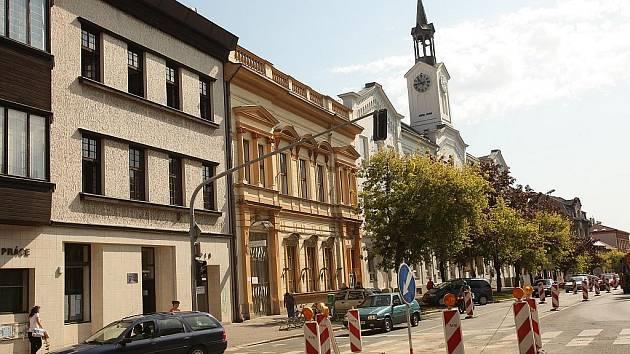 Následky po výpadku vody v ulici Kutnohorské a Politických vězňů.