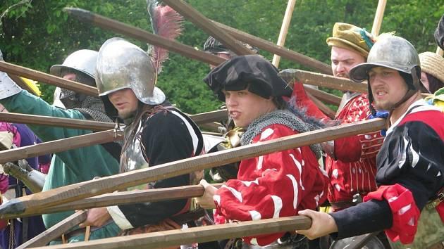 Bitva na kolínské jízdárně přilákala stovky lidí.