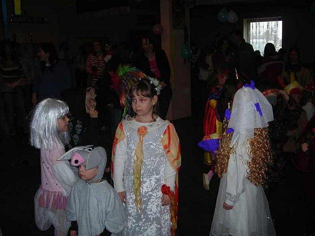 Druhý maškarní karneval ve Veltrubech