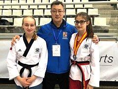 Judita Hájková (vlevo), reprezentační trenér Youn Jae Lee a Kateřina Svítilová.