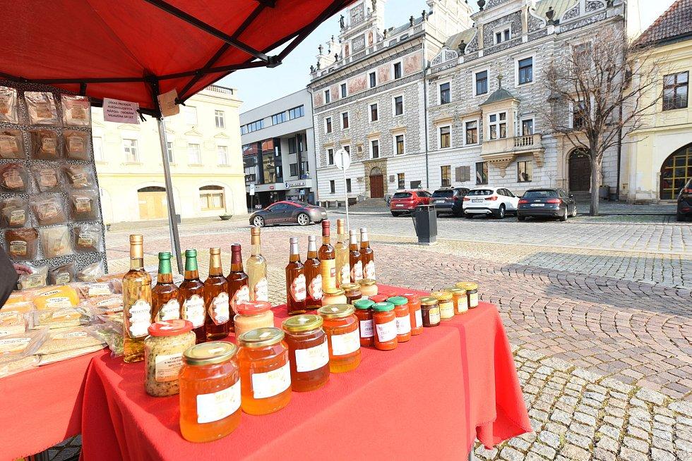 Farmářské trhy na Karlově náměstí v Kolíně.