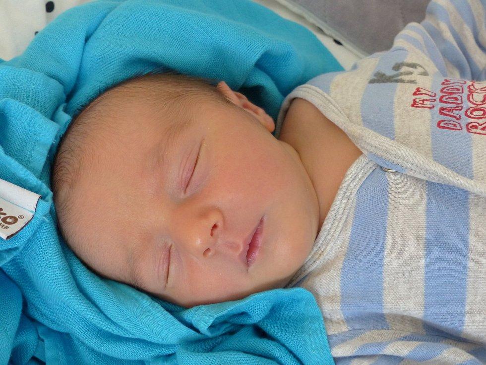Damián Novák se narodil 24. června 2021 v kolínské porodnici a vážil 3520 g. V Zásmukách bude vyrůstat s maminkou Hanou a tatínkem Davidem.