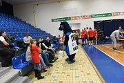 Vánoční sbírka pro Dětské centrum Kolín a pro sedmiletého Matyáše v rámci basketbalovému maratonu.