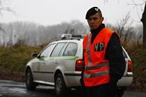 Přístup ke spadlému bitevníku nyní střeží vojenská a státní policie.