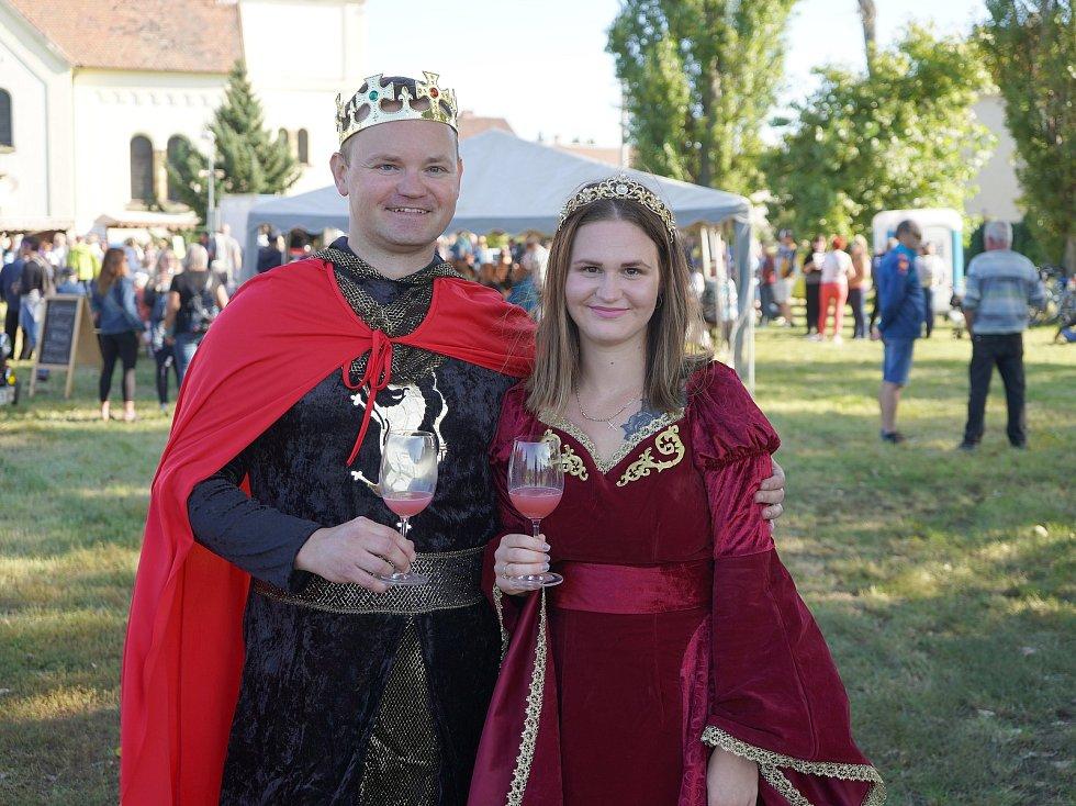 Na pečecké Svatováclavské vinobraní letos zavítal král Přemysl Otakar II. v podání pořadatele Michala Müllera.