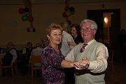 Naposledy se vletošním roce sešli členové a příznivci Klubu přátel Františka Kmocha na svém tradičním tanečním setkání vsále Na Zámecké, který byl tentokrát zaplněný do posledního místa.