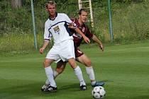 O tom, že si fotbalisté Kolína zahrají proti ligové Mladé Boleslavi, rozhodl o tom dvěma góly útočník Michal Kocourek (vlevo).